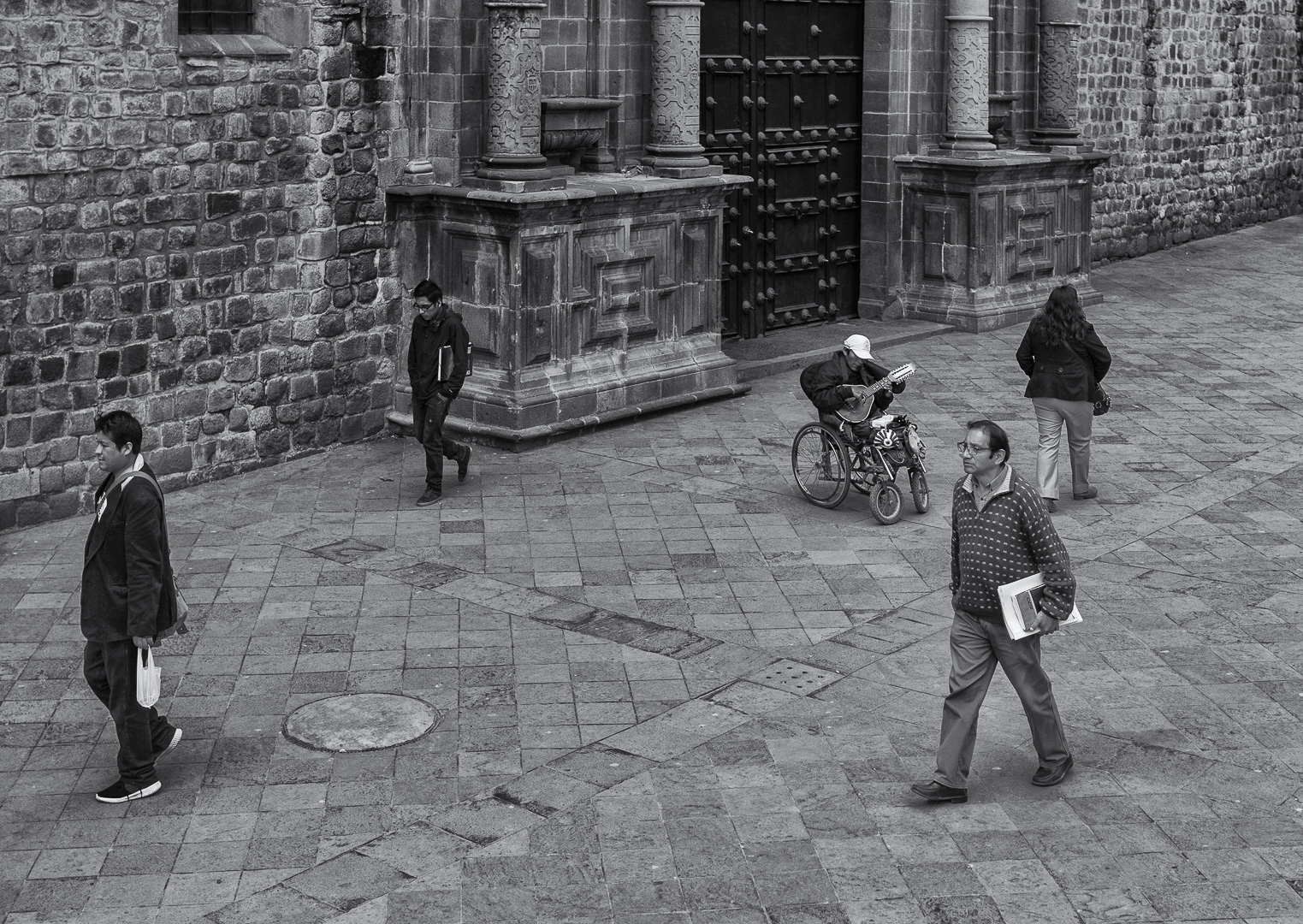 black and white street photography by Celia Ruiz de Castilla - locals of Cusco going about their daily life